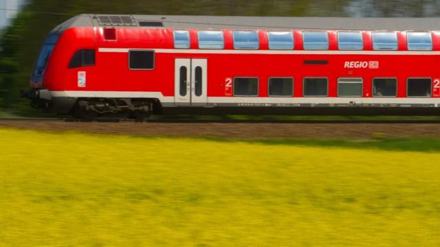 Regionalzug der Deutschen Bahn in Brandenburg