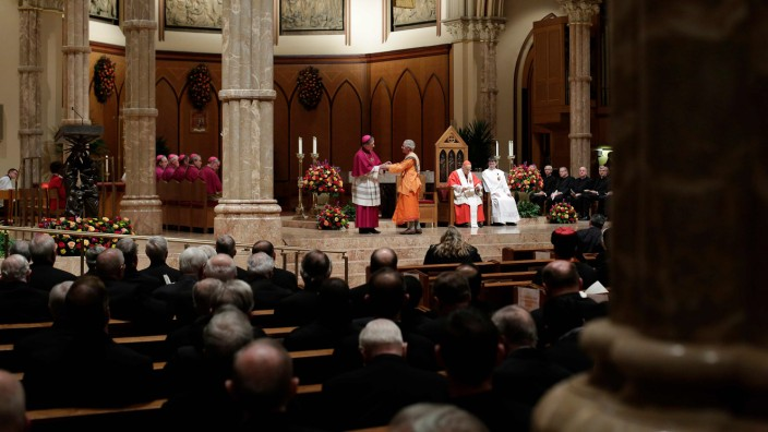 Almost 700 Catholic clergy in Illinois accused of sexual abuse: official