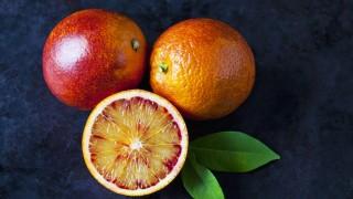 Two whole and a half blood orange on dark ground PUBLICATIONxINxGERxSUIxAUTxHUNxONLY CSF29110
