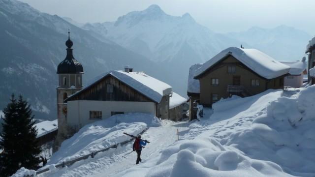 Das Dorf Tschlin im Engadin in der Schweiz