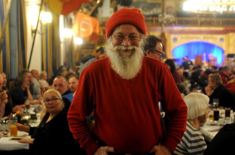 Weihnachtsessen In München.700 Obdachlose Feiern Weihnachten Im Hofbräuhaus München
