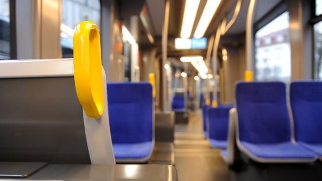 """Neue """"Avenio TZ"""" Straßenbahn in München, 2018"""