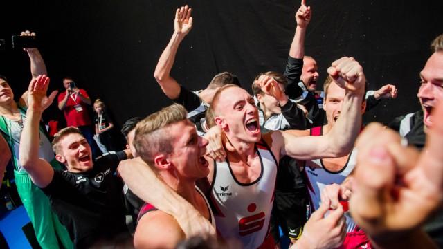 Freude nach knappem Sieg beim KTV Obere Lahn beim DTL Finale Stuttgart 01 12 18 Turnen DTL Finale