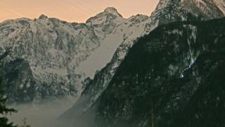 Touristin überlebt Hunderte Meter Sturz