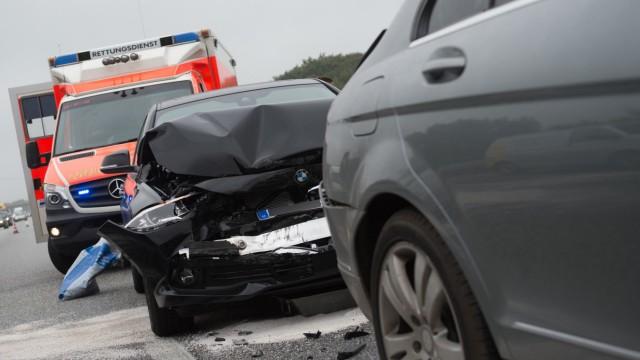 Im Fall des Knalls: Was nach einem Auto-Unfall zu tun ist
