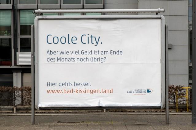 Plakatwerbung für BAD Kissingen am Ostbahnhof auf Gleis 2