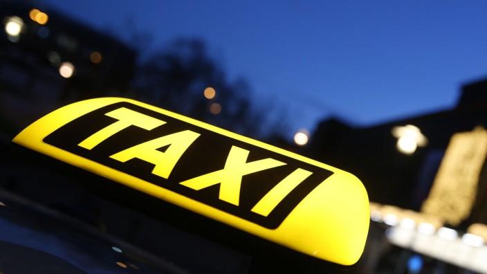 Als erste Millionenstadt Deutschlands will München aus dem städtischen Haushalt subventionierte Frauen-Nacht-Taxis testen.