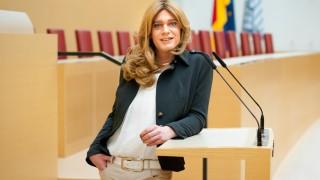 Politik in Bayern Erste Transfrau im Landtag