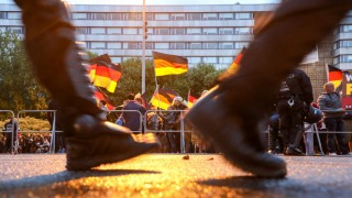Polizisten bei einer Demonstration in Chemnitz