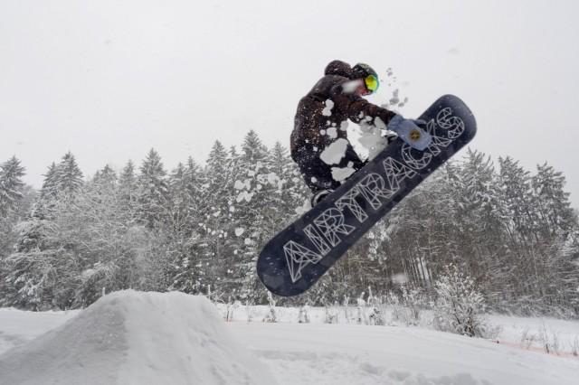 'Schneechaos' im Landkreis - Snowboarden