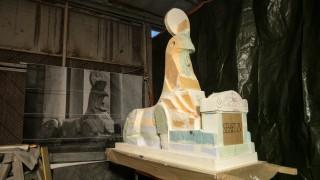 Rekonstruktion der Sphinx-Statue im Maßstab 1:1, die nächstes Jahr am Eingang des Nordfriedhofs  aufgestellt werden soll. Garching, Schleißheimer Straße 84