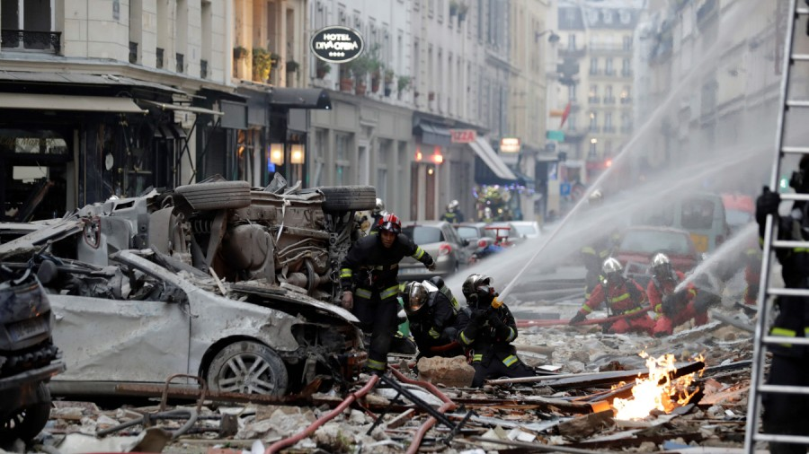 burnt-out wrecked cars in Paris 6 rue de Trevise gaz explosion