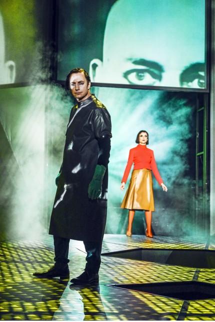 Edmund Telgenkämper (Viktor Frankenstein), Lena Schwarz (Elisabeth Lavenza)