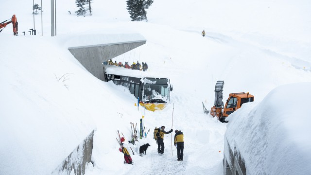 Wetter Schneefall im Alpenraum