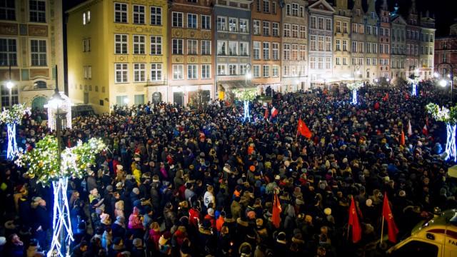 Danzig - Tausende Menschen gingen nach dem Mord an Bürgermeister Pawel Adamowicz auf die Straße