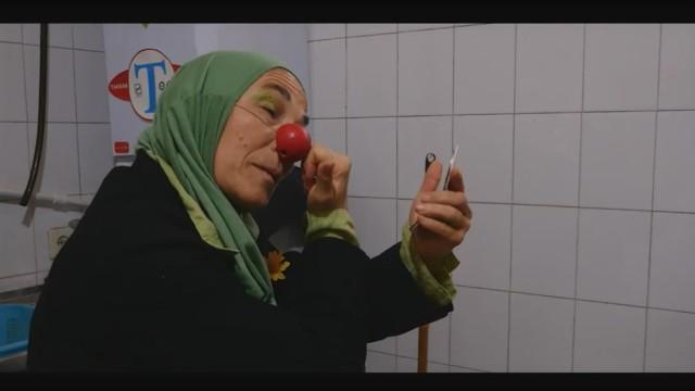 """Clowns ohne Grenzen Walter Steffens neuer Film """"Joy in Iran"""""""