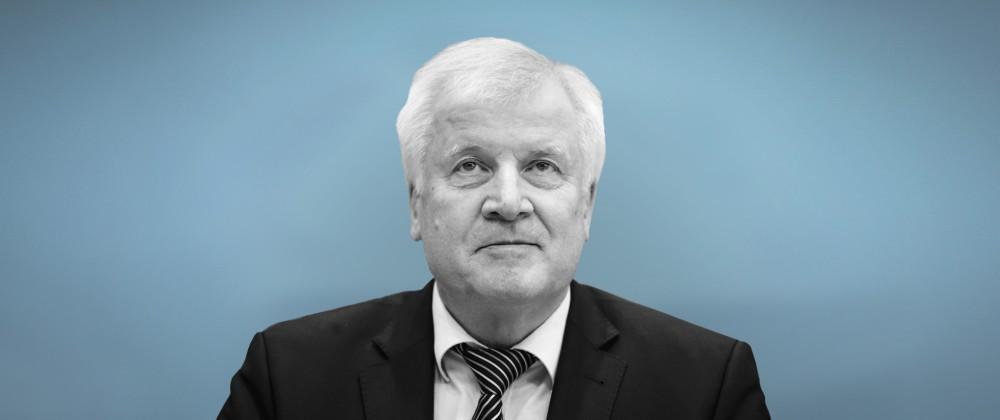 Bundesinnenminister Horst Seehofer CSU gibt eine Bundespressekonferenz zu einem Kabinettbeschluss