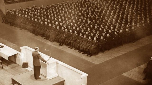 Hitler im Sportpalast, 1940