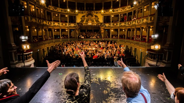Theater Erlangen Schlussapplaus Biedermann 2017