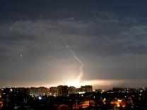 Syrien-Krieg - Syrische Luftabwehr am Himmel über Damaskus