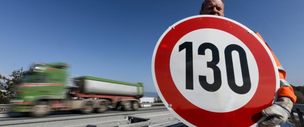 Umstrittenes Tempolimit auf A 81 tritt in Kraft; Tempolimit 130