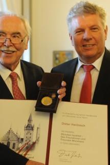 """Dieter Hanitzsch erhält Medaille """"München leuchtet"""", 2017"""