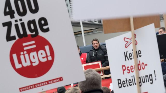 Demonstration gegen Bahntrasse im Inntal