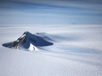 BESTPIX - NASA's Operation IceBridge Maps Changes To Antartica's Ice Mass