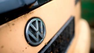 VW-Logo auf einem Wagen
