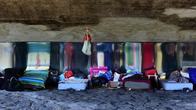 Illegales Obdachlosencamp unter der Reichenbachbrücke in München: Soll die Stadt räumen oder nicht?