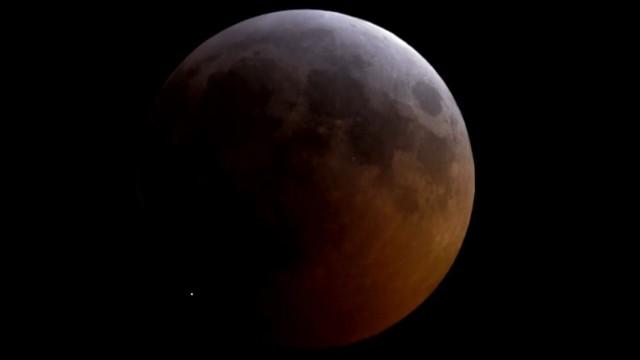 Astronomie und Raumfahrt Mondkrater
