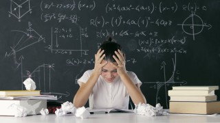 Girl fails to solve a mathematical task model released Symbolfoto PUBLICATIONxINxGERxSUIxAUTxONLY C