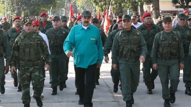 Venezuela - Präsident Maduro während einer Militätübung