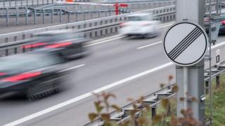 Auf der Autobahn - ohne Tempolimit