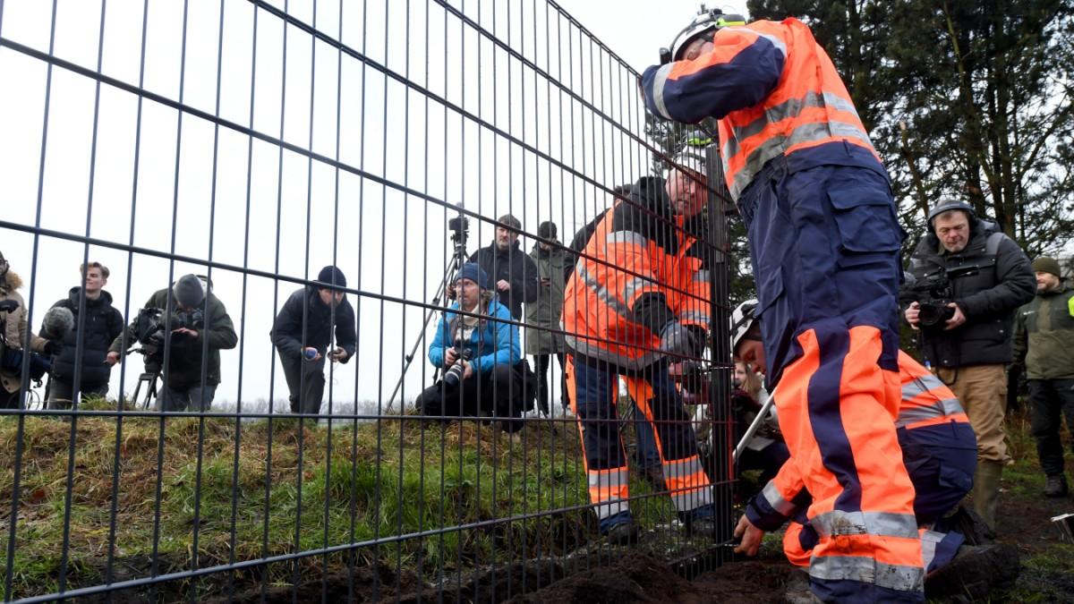 Baubeginn Eine Grenze Mitten In Der Eu Panorama Suddeutsche De