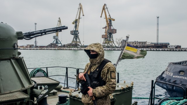 Ukrainian Forces Mobilize Near Mariupol Port Amid Conflict With Russia