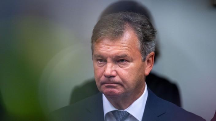 Landrat Jakob Kreidl beim Prozess-Auftakt in der Miesbacher Sparkassenaffäre