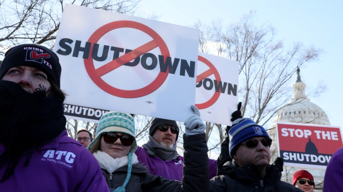 FILE PHOTO: Federal air traffic controller union members protest the partial U.S. federal government shutdown in a rally at the U.S. Capitol in Washington