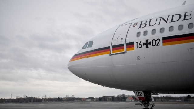 "Regierungsflugzeug ""Theodor Heuss"" in Berlin-Tegel"