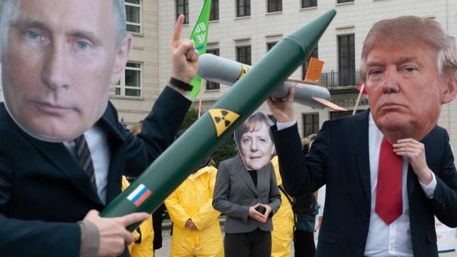 Protest gegen Auflösung des INF-Vertrages 2019 in Berlin