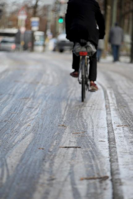 Vereister Fahrradweg in München, 2019