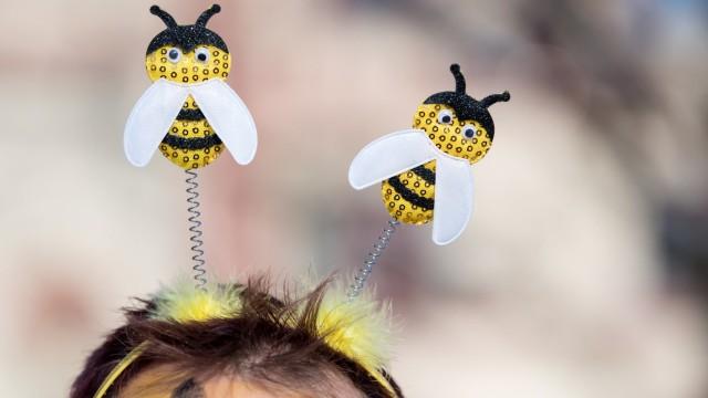 """Demonstrant für das Volksbegehren """"Rettet die Bienen"""""""
