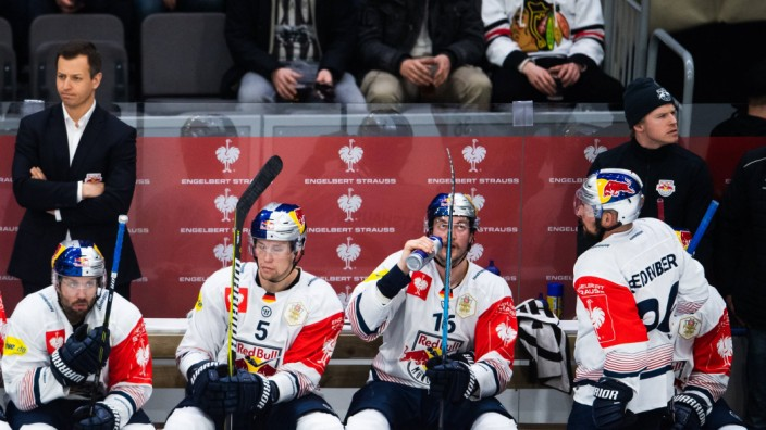 190205 Keith Aulie and Konrad Abeltshauser of Red Bull Munich look dejecetd during the CHL final be