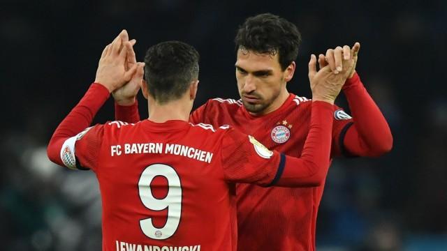 FC Bayern - Mats Hummels und Robert Lewandowski gegen Hertha BSC im DFB-Pokal