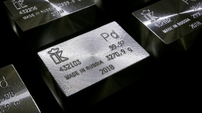 FILE PHOTO: Ingots of 99.98 and 99.97 percent pure palladium are seen at the Krastsvetmet non-ferrous metals plant in the Siberian city of Krasnoyarsk