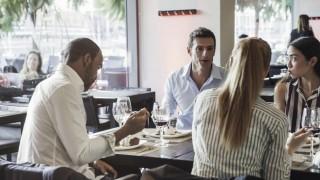 Business associates having lunch together in restaurant PUBLICATIONxINxGERxSUIxAUTxONLY Copyright S