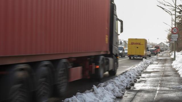 Grünwald, Oberhachinger Straße, stark befahren und entsprechend schadstoffbelastet,