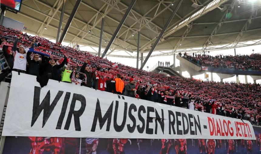 Rb Leipzig Fans Protestieren Gegen Vereinsführung Sport