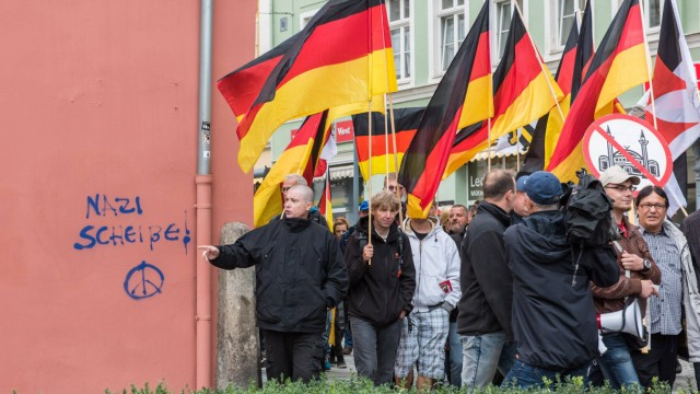 Bautzen Rechte gegen Fluechtlinge Rechte demonstrieren in Bautzen gegen Fluechtlinge Am Sonntag den