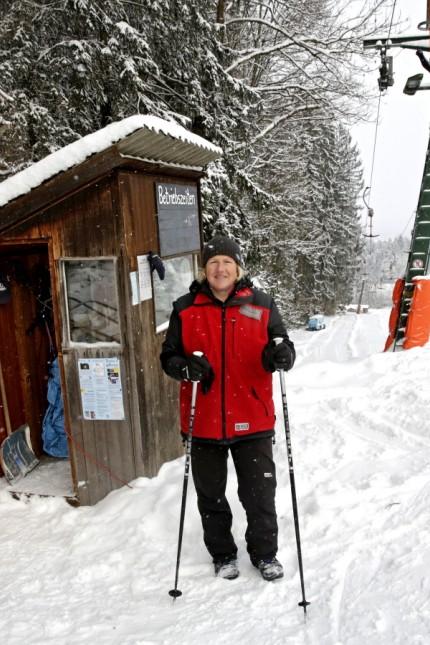 Jana und Luzie fahren Skilifte ab und testen